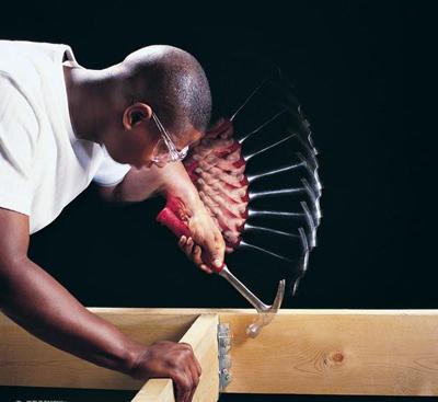 نصاب حرفه ای و ماهر چوب مارکت و رنگ و پیچ چوب