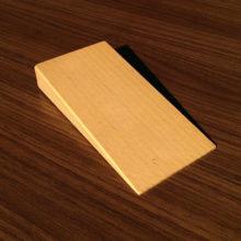 نگهدارنده چوبی درب