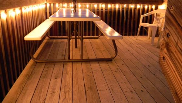 چگونه مانع از لغزش روی کفپوشهای چوبی decking  شویم؟
